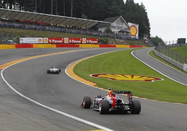 F1 SPA - La Red Bull sponsoriee par INFINITI dans la cuvette de l'Eau Rouge.