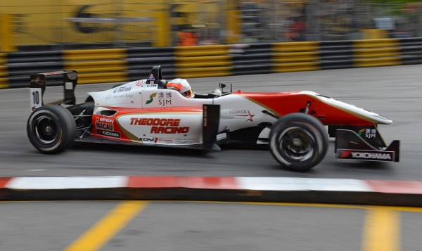 F3-2013-GRAND-PROX-DE-MACAO-La-DALLARA-DU-THEODORE-Racing
