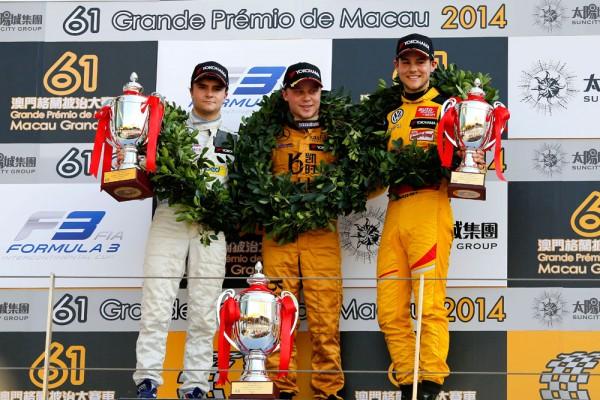 F3-2014-MACAO-Le-podium-avec-le-Vainqueur-du-GP-DE-MACAO-2014-Felix-ROSENQVIST.jp