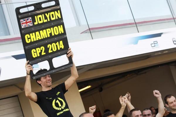 GP2-2014-YAS-MARINA-Jolyon-PALMER-FETE-SON-TITRE