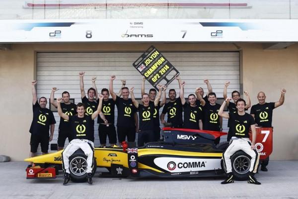GP2-2014-YAS-MARINA-Jolyon-PALMER-et-Equipe-DAMS-CHAMPIONS-Pilotes-et-Team