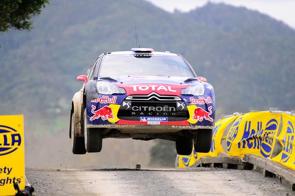 WRC-2013-CATALOGNE-DS3-dans-la-poussiere-de-Mikko-HIRVONEN