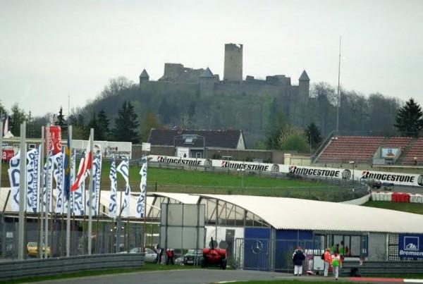 Nurburgring-et-son-célèbre-château-Tout-un-symbole-©-Manfred-GIET