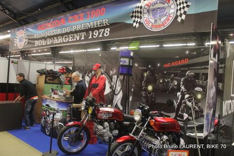 SALON-MOTO-LEGENDE-2014-Le-stand-de-la-HONDA-1000-CBX-victorieuse-du-1er-BOL-DARGENT-au-PAUL-RICARD-en-1978-avec-le-tandem-André-ARIMONDO-et-Charles-Bernard-ADREANI.
