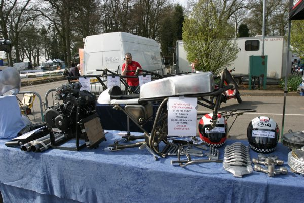 SALON-STAFFORD-2014-Stand-avec-partie-cycle-Honda-Racing