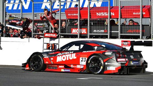 SUPER-GT-2014-MOTEGI-MATSUDA-QUINTARELLI-NISSAN-GT-R