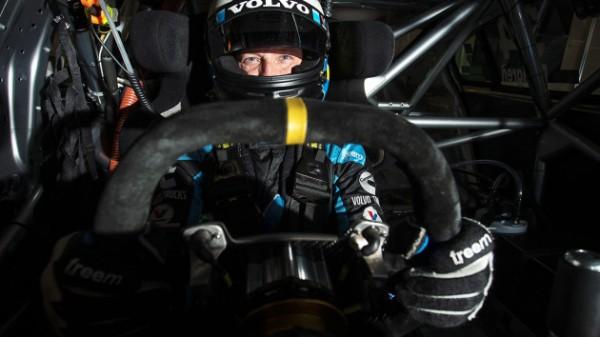 V8-SUPERCAR-2014-ROBERT-DALHGREN.
