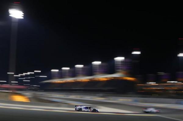 WEC-2014-BAHREIN-la-TOYOTA-8-termine-les-Six-Heures-de-BAHREIN-avec-a-la-clé-le-titre-Mondial-pour-ses-pilotes-BUEMI-et-DAVIDSON