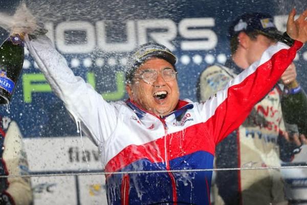 WEC-2014-FUJI-HEUREUX-sur-le-podium-KINOSHITA-le-patrin-du-TEAM-TMG-TOYOTA.