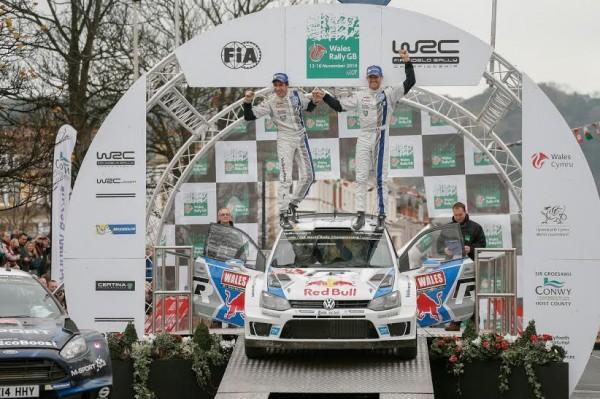 WRC-2014-GB-1ére-place-sur-le-podium-pour-la-POLO-WRC-de-Seb-OGIER-et-Julien-INGRASSIA.