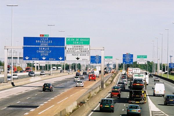 AUTOROUTE en FRANCE en Région Parisienne avec un maximùum de vehicules diesel