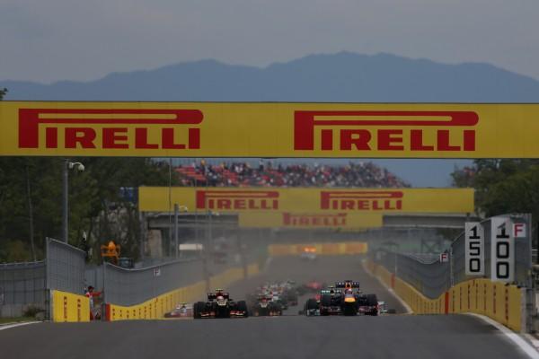F1 2013 CORSE - Le départ du GP  - Photo PIRELLI