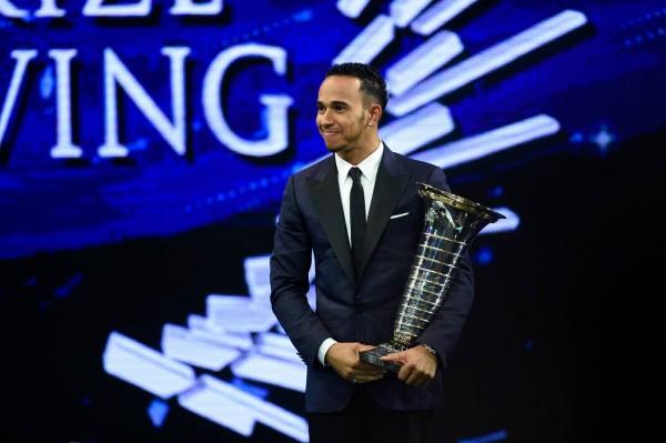 FIA-2014-Remise-des-Prix-a-DOHA-au-QATAR-le-vendredi-5-decembre Le CHAMPION-du-monde de Formule 1 Lewis HAMILTON.