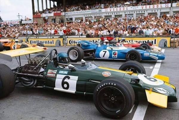 JACKY-ICKX-GP-du-NURBURGRING-1969-En-1ére-ligne-il-finira-second-derriere-STEWART-le-poleman