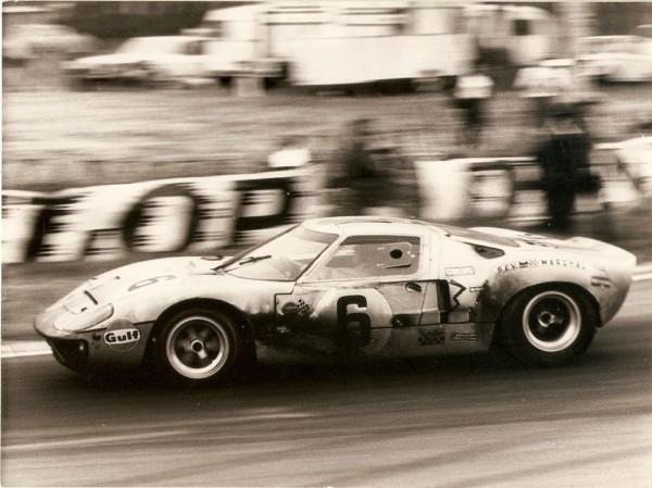 JACKY-ICKX-La-FORD-GT-40-de-sa-1ére-victoire-aux-24-Heures-du-MANS-LE-15-JUIN-1969