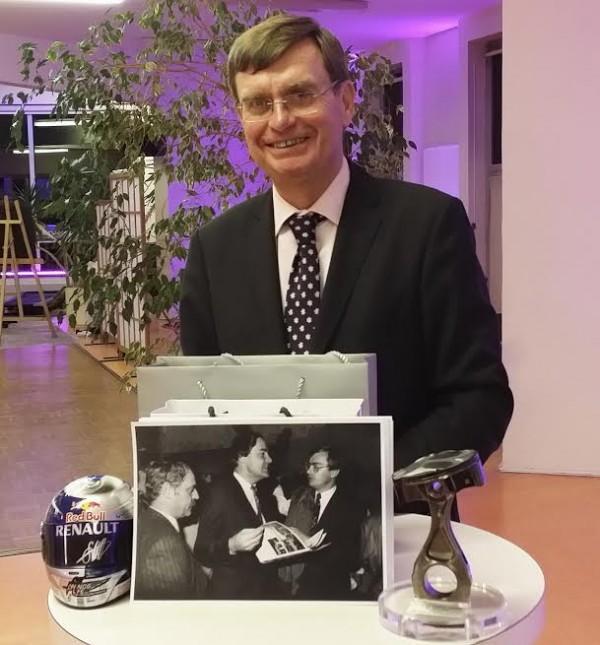 JEAN JACQUES DELARUXWIERE - avec la photo devant lui AMLAIN DUBOIS DUMEE - Photo Max MALKA