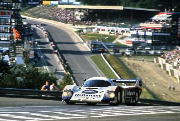 Jacky-ICKX-en-1984-a-SPA-sur-la-Porsche-956-à-lassaut-du-Raidillon-sur-lun-de-ses-circuits-fétiches©-Manfred-GIET