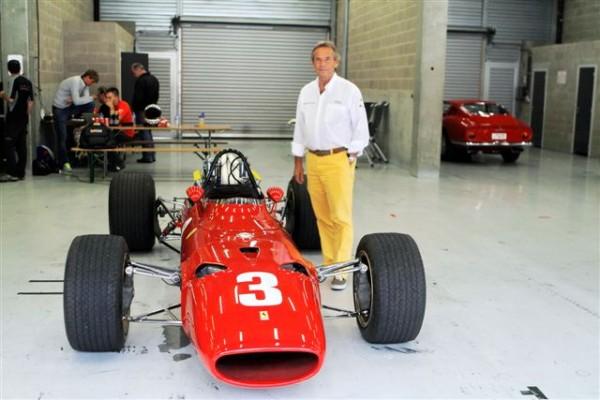 MODENA-DAYS-SPA-2013-Jacky-Ickx-posant-devant-sa-Formule-1-de-1968-la-Ferrari-F-312-©-Manfred-GIET