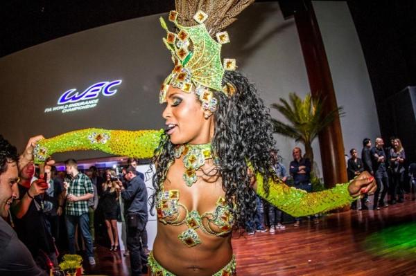 WEC-2014-SAO-PAULO-WAOUH-une-belle-danseuse-BRESILIENNE-lors-de-la-ceremonie-de-remise-des-Prix-du-WEC