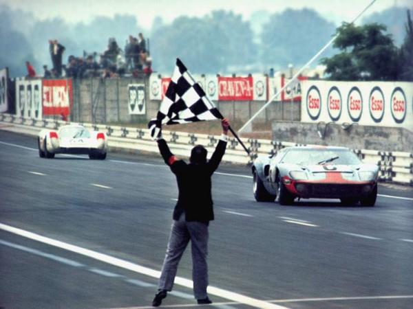 24-HEURES-DU-MANS-1969-Au-volant-de-la-FORD-GT-40-1ére-des-six-victoires-de-JACKY-ICKX