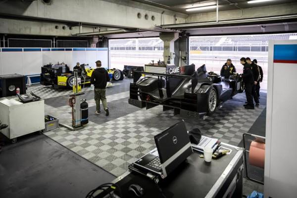 ELMS-2015-MOTORLAND-Test-du-22-au-25-JANVIER-LES-ORECA-du-Team-IBANEZ-dans-le-stand.