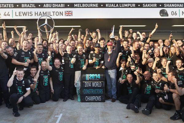 F1-2014-SOTCHI-LE-TEAM-MERCEDES-CHAMPION-DU-MONDE-DES-CONSTRUCTEURS