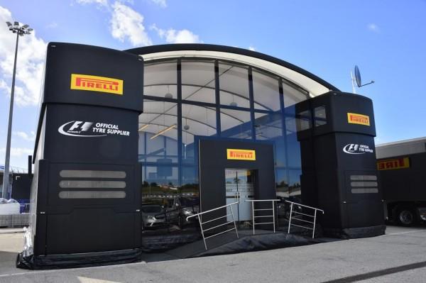 F1-2015-CIRCUIT-DE-JEREZ-DE-LA-FRONTERA-La-structure-de-chez-PIRELLI-Photo-MAX-MALKA