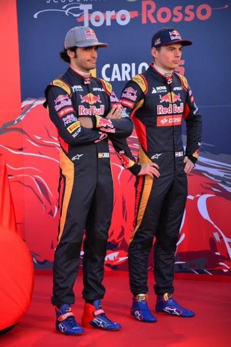 F1-2015-JEREZ-de-la-FRONTERA-Samedi-31-janvier-PRZESENTATION-TORO-ROSSO-les-deux-pilotes-Max-VERSTAPPEN-et-Carlos-SAINZ-Junior-Photo-Max-MALKA