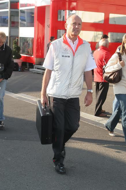 F1-2015-Ron-Dennis-est-revenu-aux-affaires-après-un-an-d-absence-©-Manfred-GIET