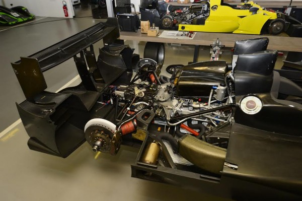 IBANEZ-RACING-Atelier-Le-moteur-NISSAN-LMP2-Photo-Max-MALKA