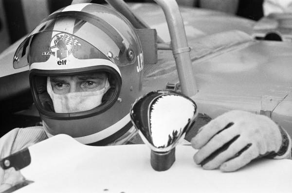 Jean-Pierre-Beltoise-au-volant-de-la-Matra-aux-1000km-de-Paris-en-1969-©-DPPI