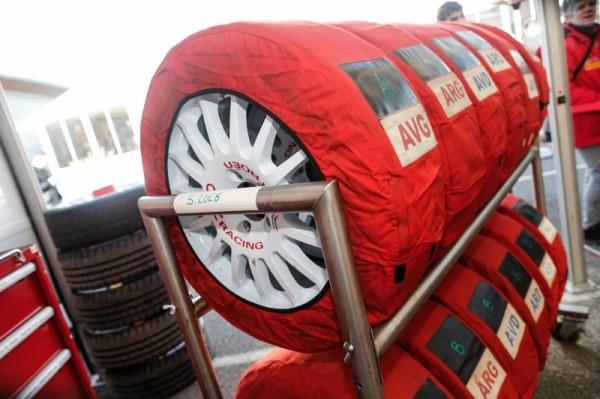 MONTE-CARLO-2015-Un-grand-choix-de-pneumatiques-avec-ou-sans-clous-chez-MICHELIN.
