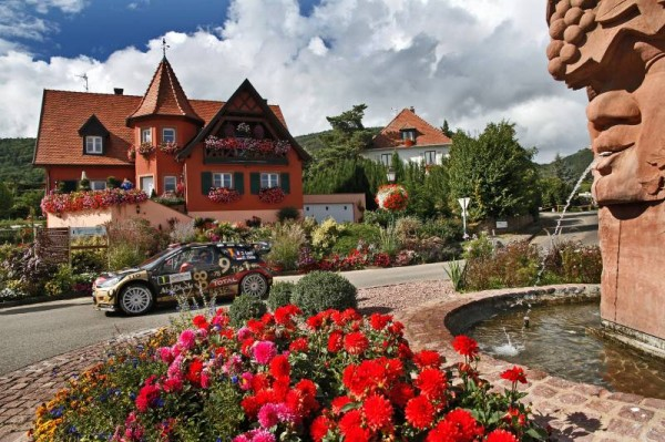 WRC-2013-ALSACE-La-DS3-de-Seb-LOEB-et-Daniel-ELENA-Photo-Zone-Rouge