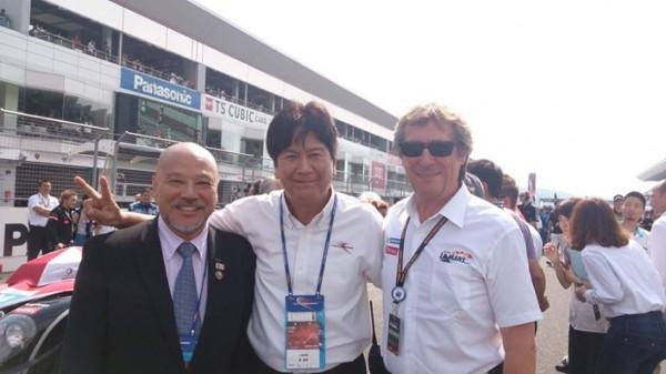 ASIAN-LE-MANS-SERIES-2013-FUJI-22-Sept-Départ-des-3-Heures-de-Fuji-avec-Yori-Terada-le-Président-de-Fuji-Speedway-et-Daniel-POISSENOT-ACO