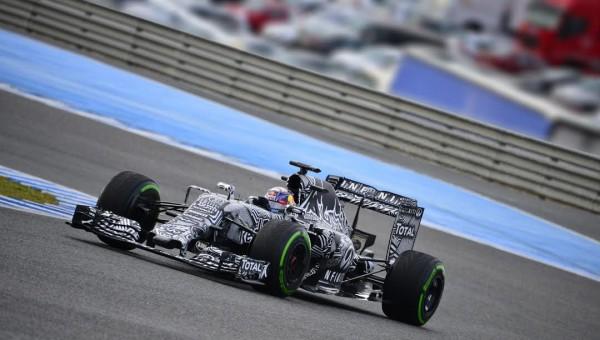 F1-2015-Daniel-RICCIARDO-et-la-RED-BULL-RENAULT-Photo-Max-MALKA