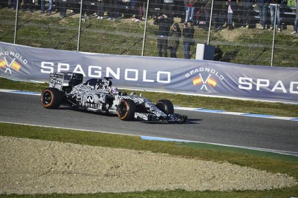 F1-2015-JEREZ-Dimanche-1er-fevrier-La-RED-BULL-RENAULT-de-Daniel-RICCIARDO-Photo-Max-MALKA