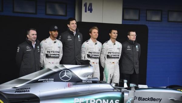 F1-2015-JEREZ-Dimanche-1er-fevrier-Présentation-Ecurie-et-pilotes-MERCEDES-avec-Toto-WOLFF-Photo-Max-MALKA.