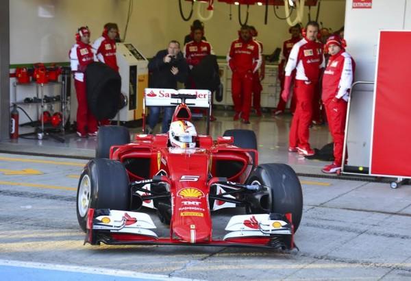 F1-2015-JEREZ-Dimanche-1er-fevrier-Premier-tour-de-roue-pour-Sebastian-VETTEL-avec-sa-FERRARI-Photo-Max-MALKA.