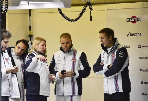 F1-2015-JEREZ-Dimanche-1er-fevrier-Stand-WILLIAMS-Valterri-BOTTAS-Photo-Max-MALKA