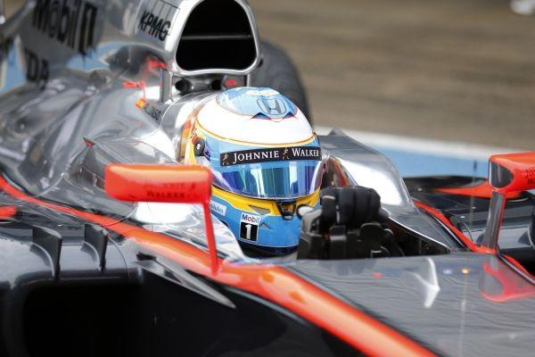 F1-2015-Fernando-ALONSO-cockpit-FERRARI