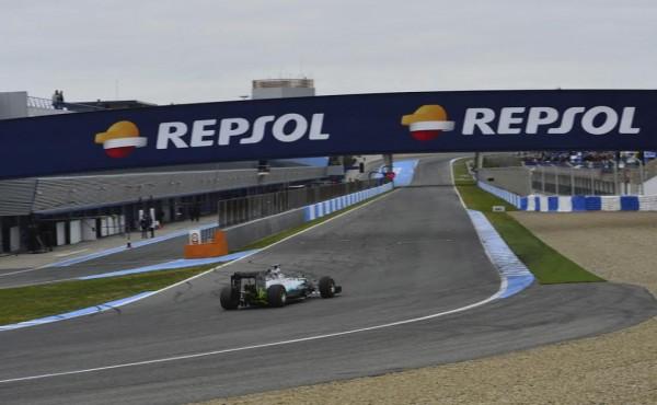 F1-2015-JEREZ-Mardi-2-Fevrier-La-MERCEDES-avec-HAMILTON-Photo-Max-MALKA