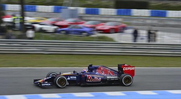 F1-2015-JEREZ-Mardi-2-Fevrier-MAX-VERSTAPPEN-et-la-TORO-ROSSO-RENAULT-Photo-Max-MALKA
