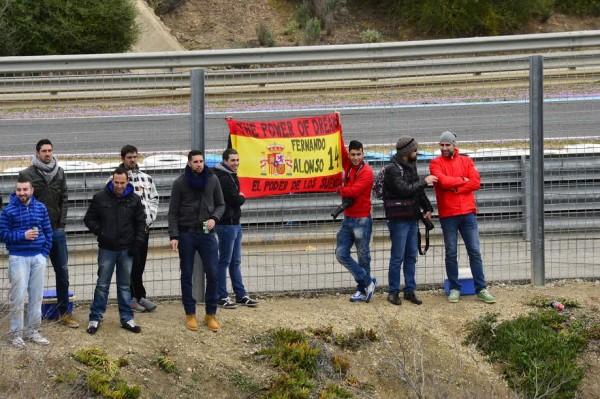 F1-2015-L-Humour-des-supporters-Espagnols-de-Fernando-ALONSO-Photo-Max-MALKA