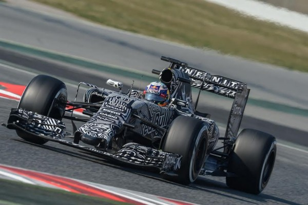 F1-2015-MONTMELO-Test-20-Février-Team-RED-BULL-DANIEL-RICCIARDO-Photo-Antoine-CAMBLOR