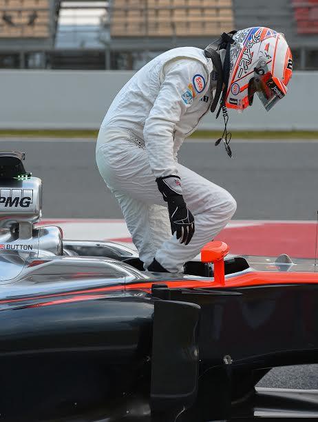 F1-2015-MONTMELO-Test-Samedi-21-fevrier-JENSON-BUTTON-Team-McLAREN-HONDA-Photo-Antoine-CAMBLOR
