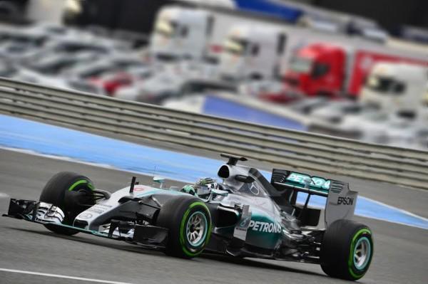 F1-2015-NICO-ROSBERG-et-la-MERCEDES-Photo-Max-MALKA