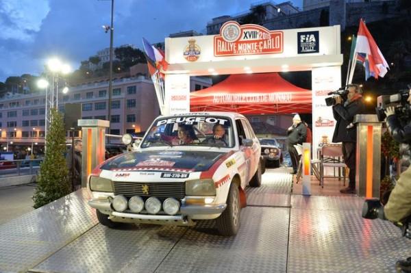 MONTE-CARLO-HISTORIQUE-2015-Crlpos-TAVARES-Peugeot-504-Photo-HAASE-CLASSIC-Photo.