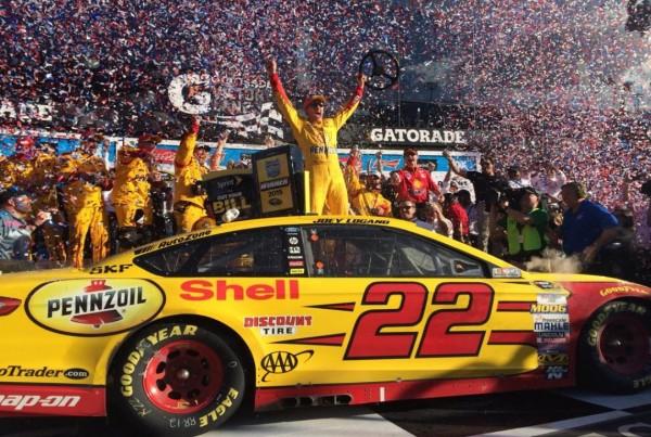 NASCAR 2015 DAYTONA 500 222 Fevrier victoire de la FORD PENSKE de JOEY LOGANO