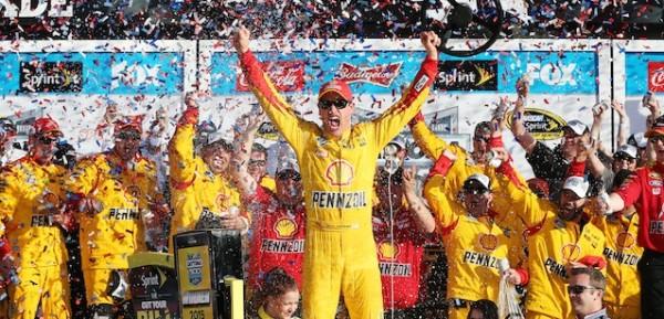 NASCAR 2015 DAYTONA 500 VICTOIRE DE JOE LOGANO DU TEAM PENSKE.
