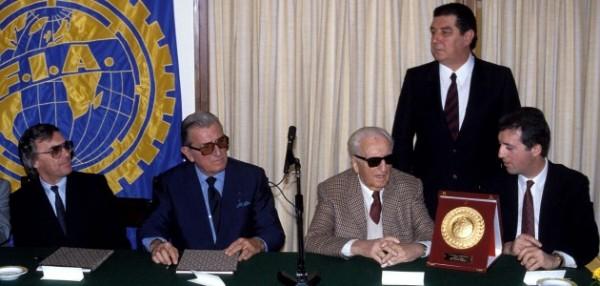 PIERO-LARDI-FERRARI-a-la-droite-de-son-pére-ENZO-FERRARI-en-compagnie-de-JEAN-MARIE-BALESTRE-President-de-la-FIA-et-de-BERNIE-ECCLESTONE-le-patron-des-equipes-de-la-FOCA et de Franco GOZZI  PR de FERRARI